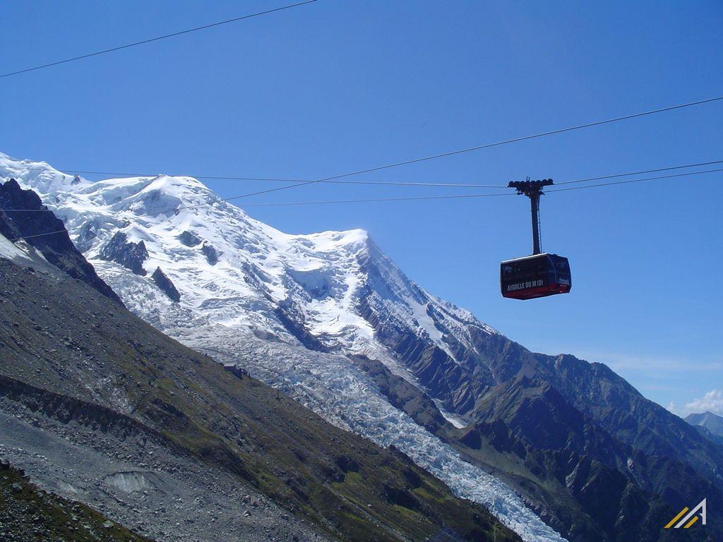 Wycieczka alpejska. Wjazd z Chamonix na  Aiguille du Midi