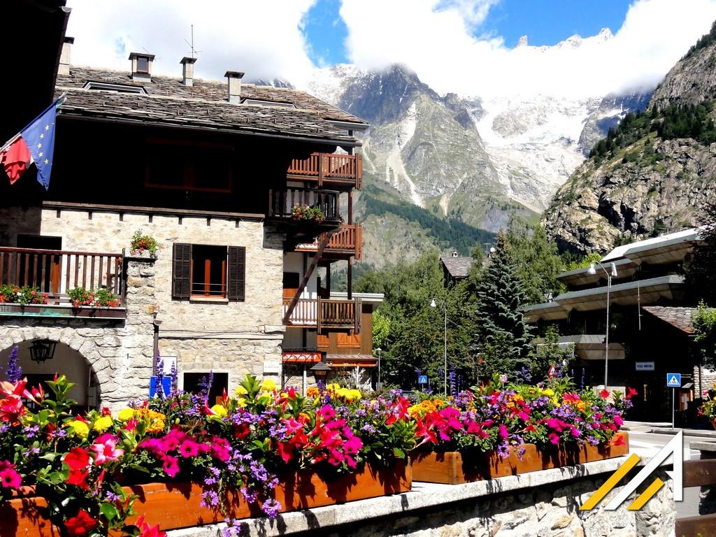 Trekking wokół Mont Blanc, Alpy, Courmayeur