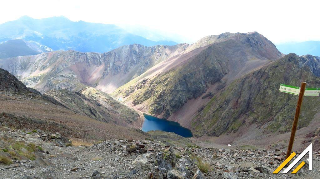 Trekking w Pirenejach, Andora. Widok z Coma Pedrosa