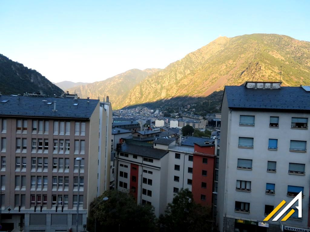 Pireneje, Andora. Trekking w górach.