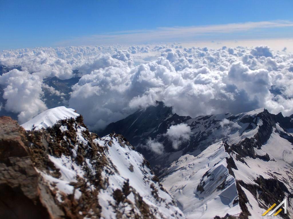 Alpy Zachodnie, widok z Punta Gnifetti na Alagna Valsesia i Anzasca