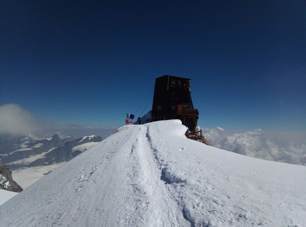 Trekking w Alpach. Capanna Margherita, schronisko na Punta Gnifetti, Masyw Monte Rosa