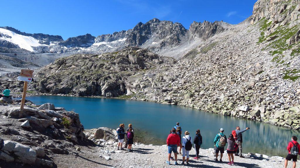 Wycieczka alpejska. Jezioro Lago Monticello na przełęczy Passo Paradiso (2585 m n.p.m.)