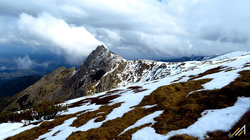 Tatry Zachodnie, trekking. Widok na Giewont z Czerwonego Grzbietu.