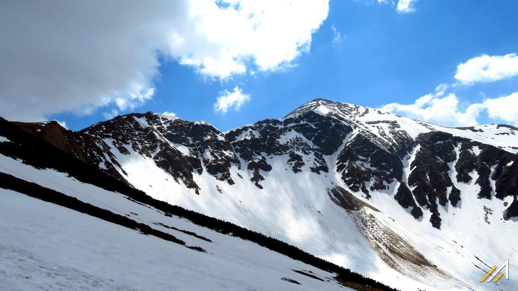 Trekking w Tatrach. Widok na Starorobociański Wierch (2176 m n.p.m.).