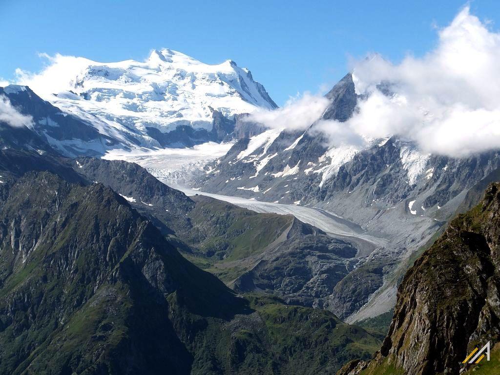 Trekking Haute Route. Widok na Grand Combin (4314 m n.p.m.) i Glacier de Corbassiere