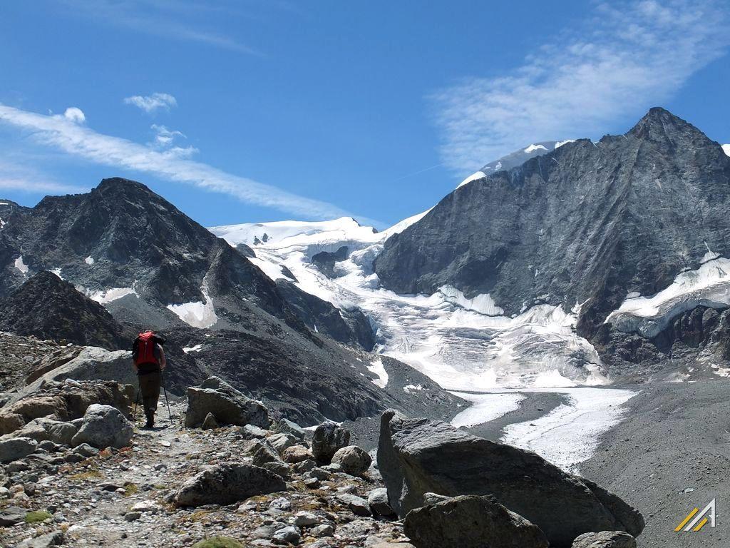 Trekking Haute Route. Na szlaku z Lac des Dix na Pas de Chevres. Widok na Glacier de Cheilon i Mont Blanc de Cheilon