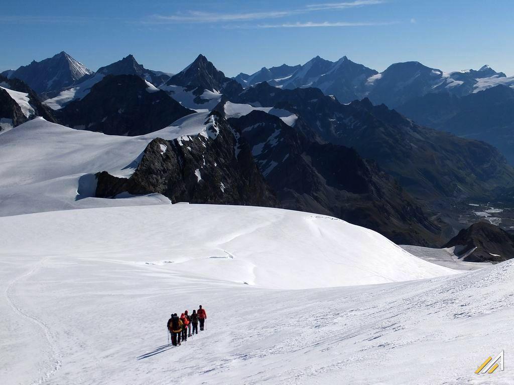 Haute Route, zejście z Tete Blanche lodowcem Stockjigletscher do Shonbielhutte