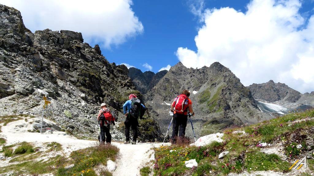 Trekking szlakiem Haute Route, Alpy Walijskie, Col des Roux (2804 m n.p.m.)