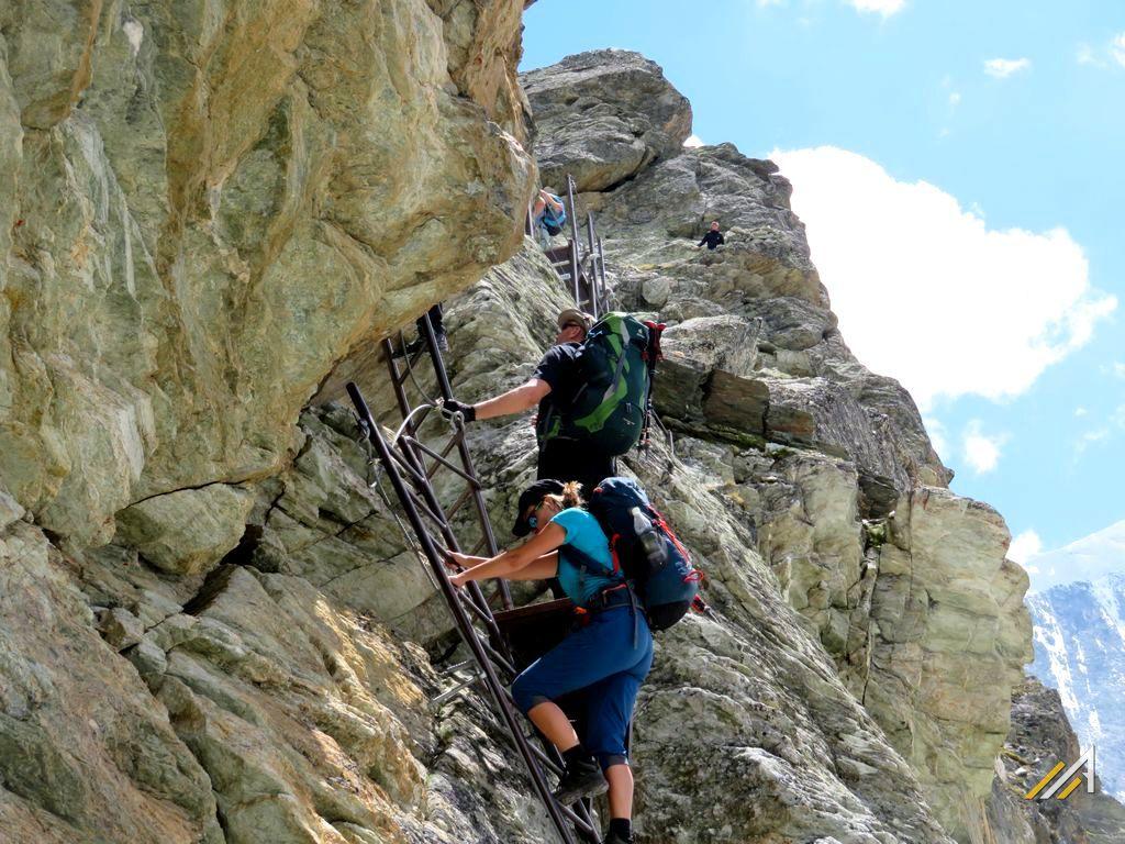 Trekking w Alpach, Haute Route. Przełęcz Pas de Chevres na szlaku z Lac des Dix do Arolla
