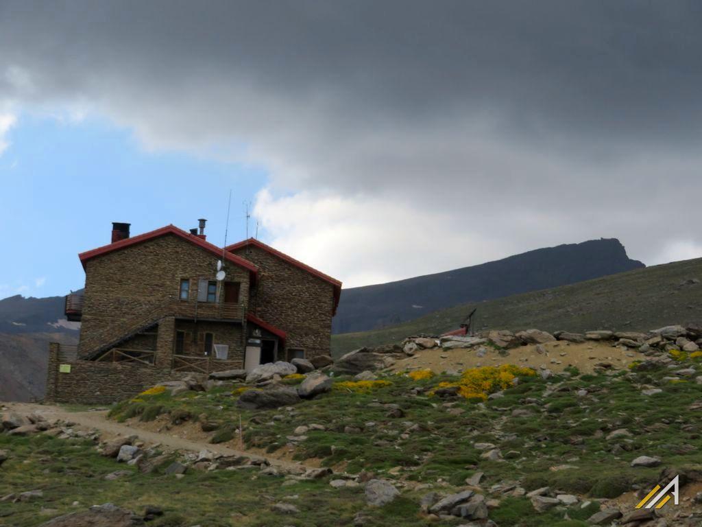 Trekking w Sierra Nevada, Refugio Poqueira (2500 m n.p.m.)