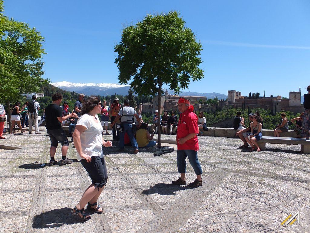 Wycieczka do Andaluzji, Granada, okolice Sacromonte. W tle widać góry Sierra Nevada