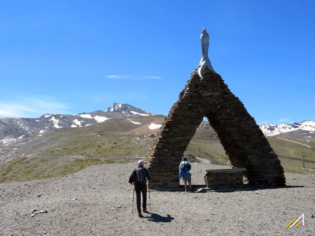 Trekking w Andaluzji, szlak z Pradollano na szczyt Veleta, góry Sierra Nevada
