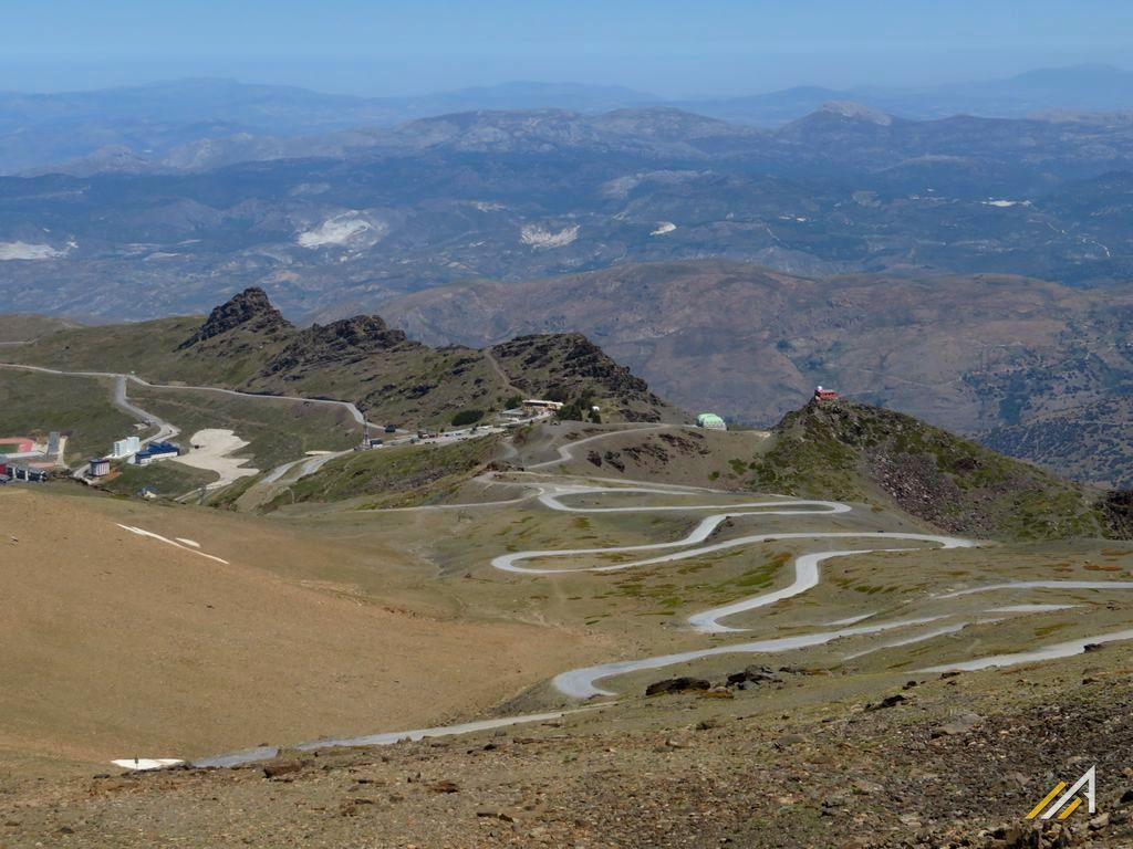 Trekking w górach Hiszpanii, Sierra Nevada. Stacja narciarska Pradollano