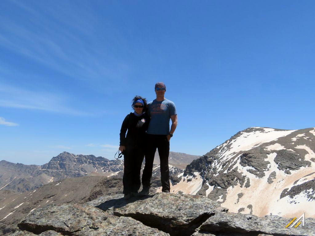 Trekking w Górach Betyckich, Sierra Nevada. Na szczycie Veleta (3394 m n.p.m.), z tyłu Alcazaba (3371 m n.p.m.)