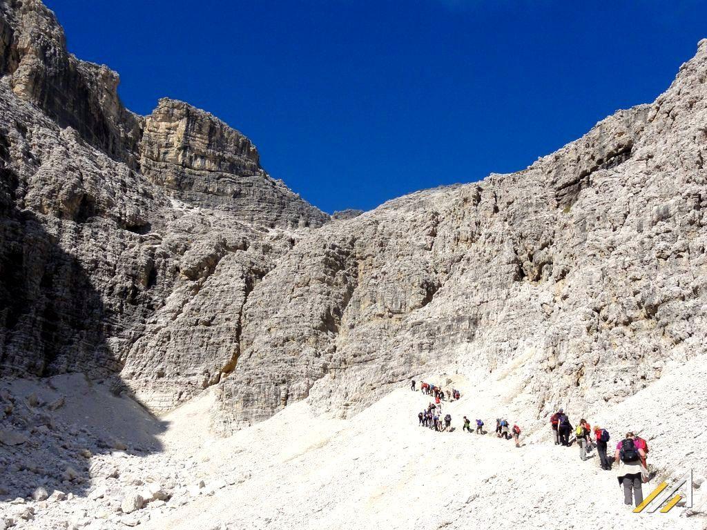 Trekking w Dolomitach. Szlak z Campolongo na Piz Boe
