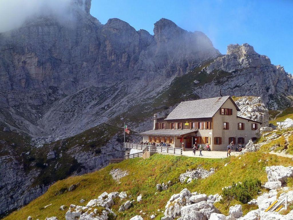 Trekking w Dolomitach. Rifugio Coldai w grupie Civetta