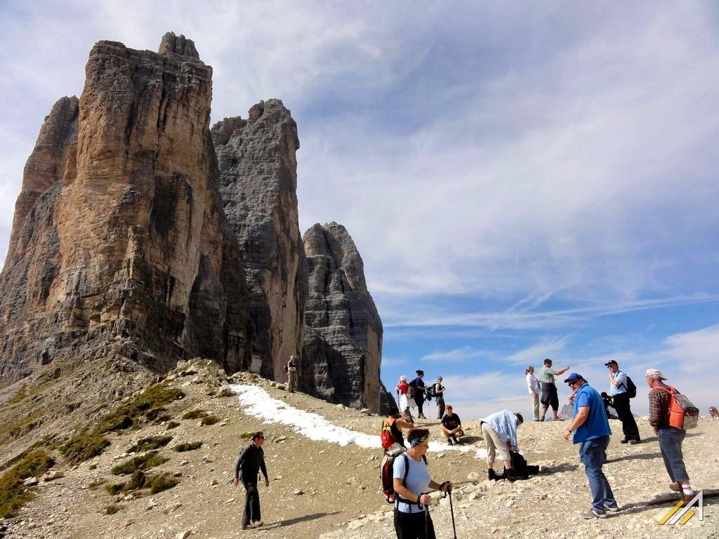 Dolomity, trekking dla każdego. Widok na Tre Cime di Lavaredo z Forcella di Lavaredo.