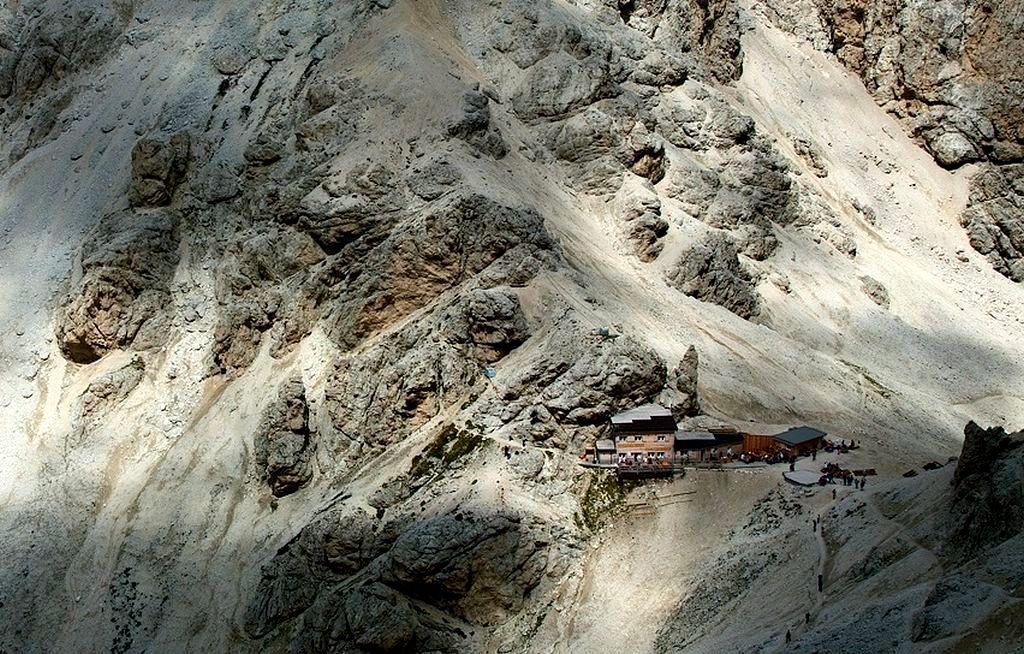 Trekking w Dolomitach. Rifugio Passo Principe (2601 m n.p.m.) w grupie Rosengarten