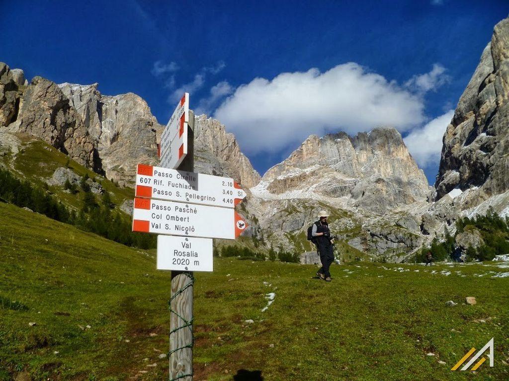 Trekking w Dolomitach. Szlak na Passo Ombretta - Col Ombret w grupie Marmolada