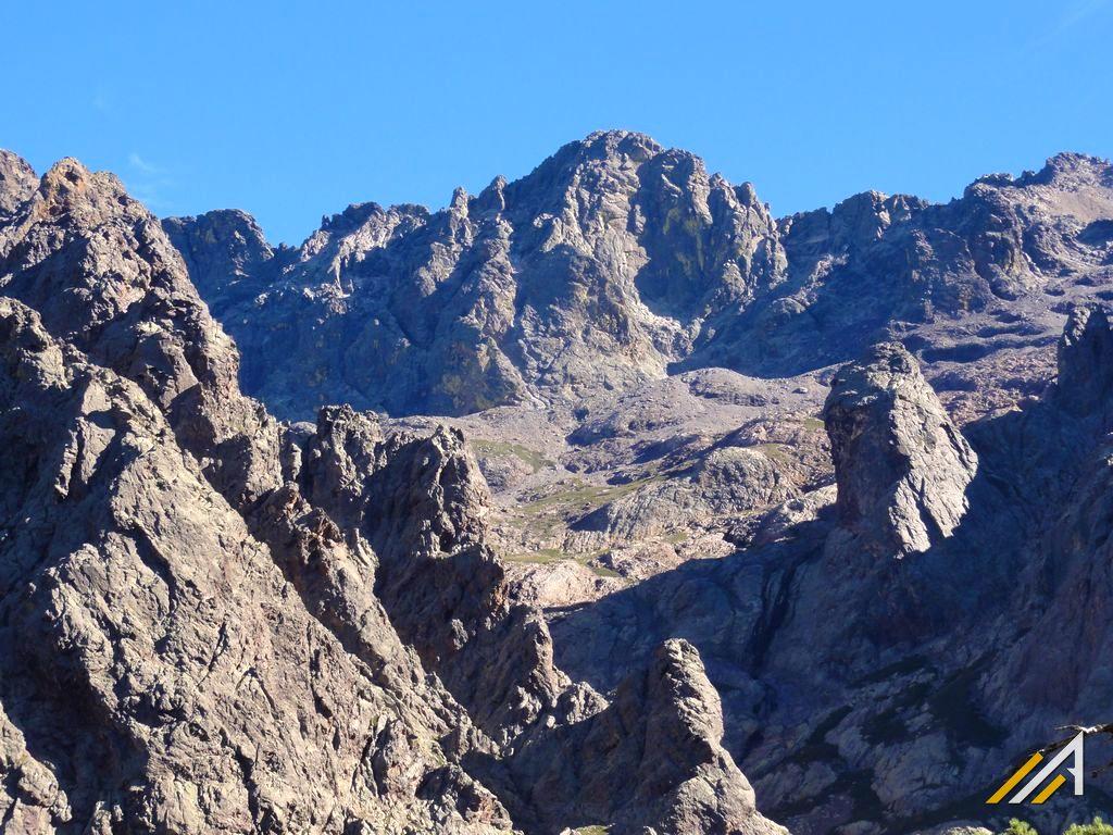 Korsyka GR20. Widok na Monte Cinto ze szlaku Carozzu - Ascu Stagnu
