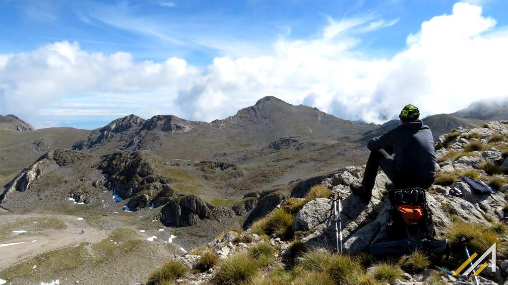 Grecja, trekking w Górach Parnas, widok na szczyt Liakoura (2457 m n.p.m.)