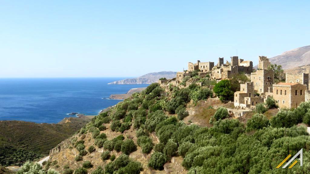 Grecja, półwysep Mani. Opuszczone miasto Vathia (Vatheia)