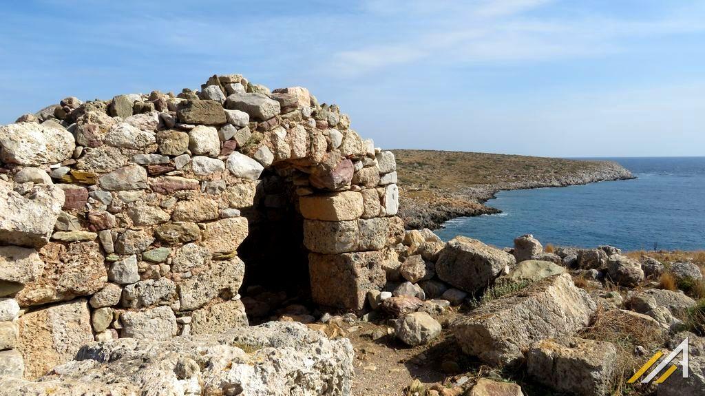 Grecja, przylądek Tenaro, kapliczka z materiału ze świątyni Posejdona.