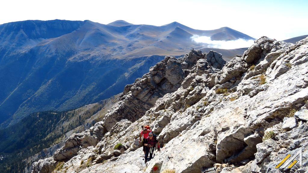 Trekking w Grecji. Szlak Kaki Skala ze szczytu Skala na Mitikas